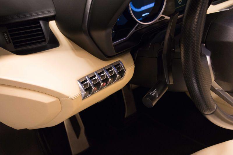 2014 Lamborghini Aventador Roadster  3812