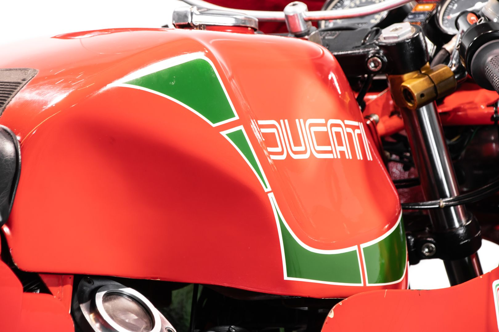 1983 Ducati 900 Mike Hailwood Replica 71420