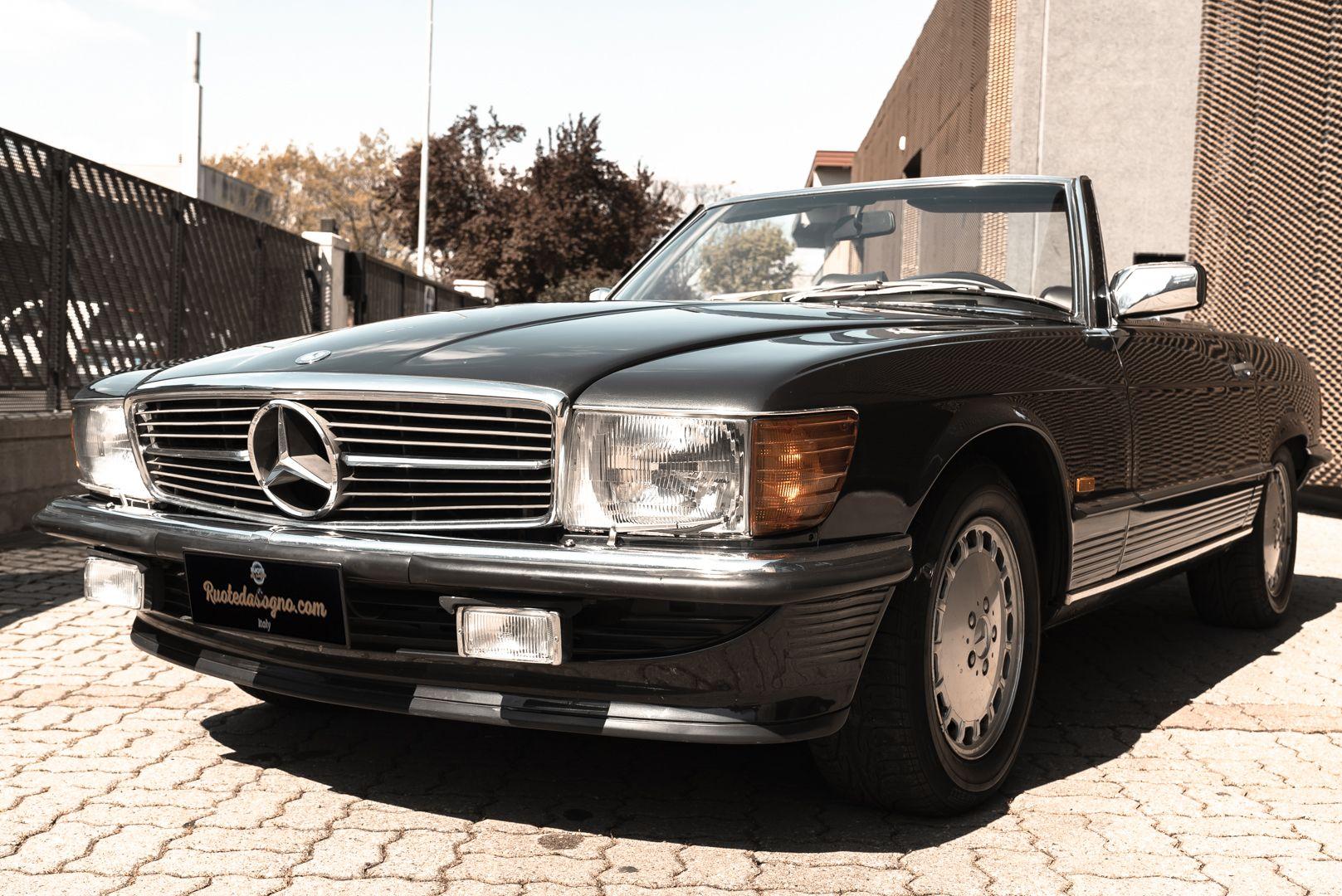1989 Mercedes-Benz SL 300  67450